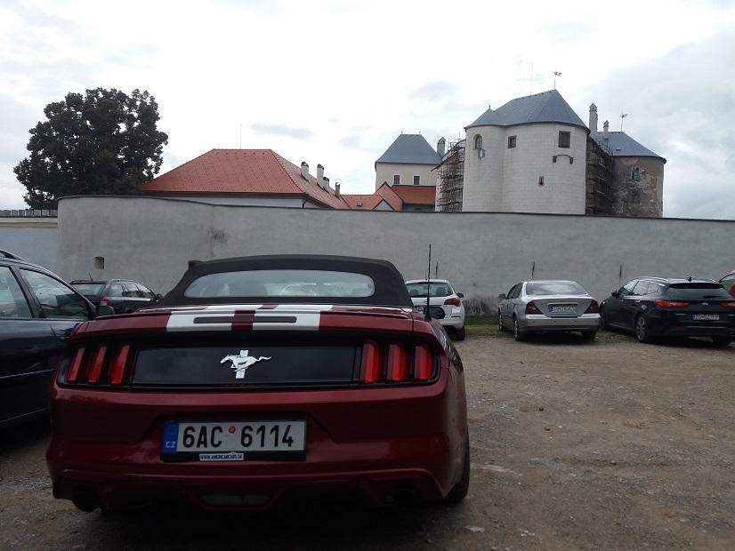 Roadtrip na Mustangu Route 66 Hrad Slovenská Ľupča