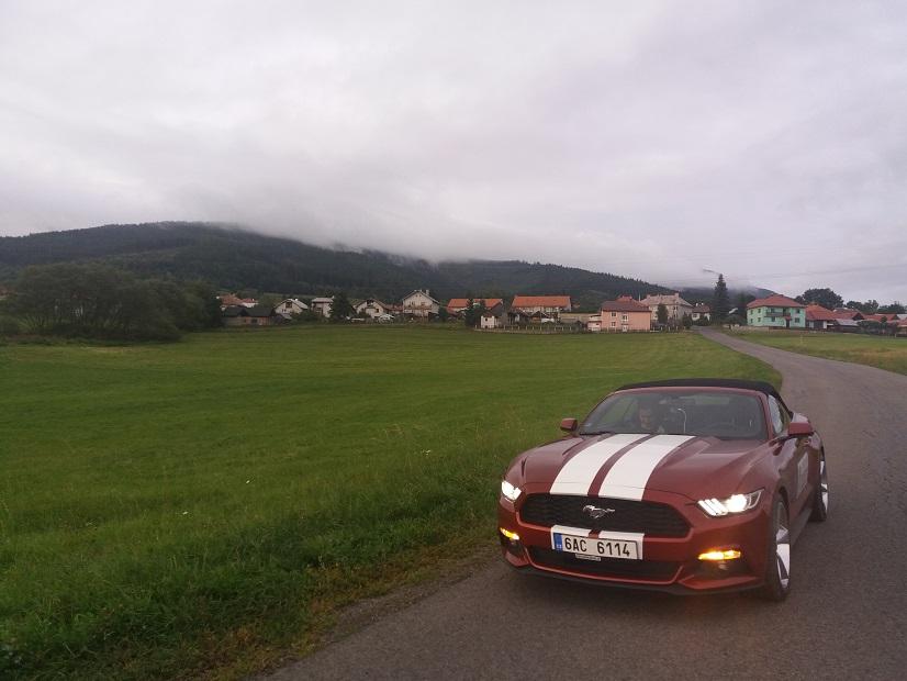 Požičaj kabriolet Mustang